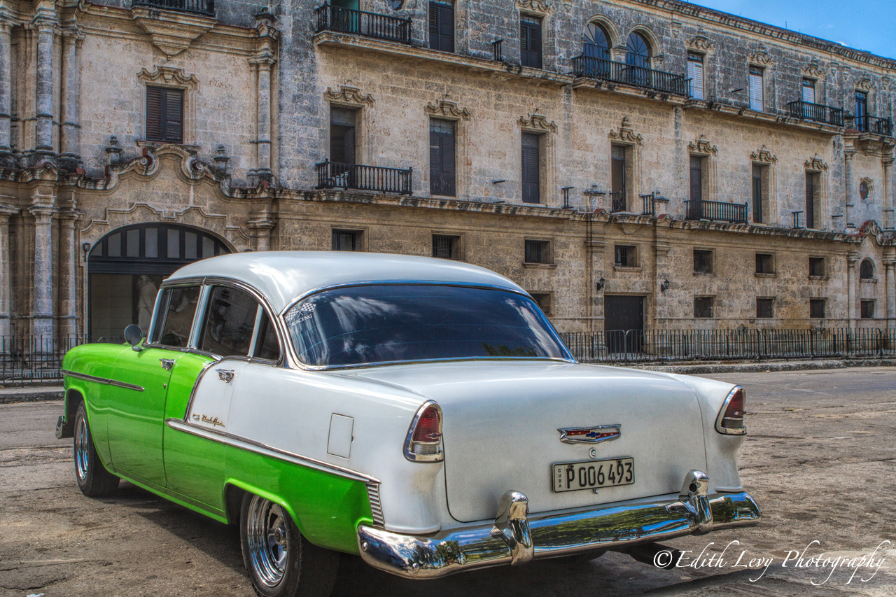 Beautiful Havana Architecture & Vintage Cars