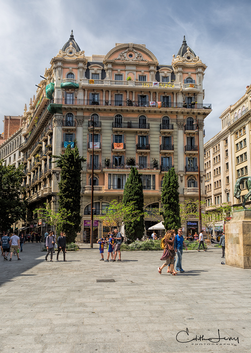 Beautiful street scenes and architecture in Barcelona.