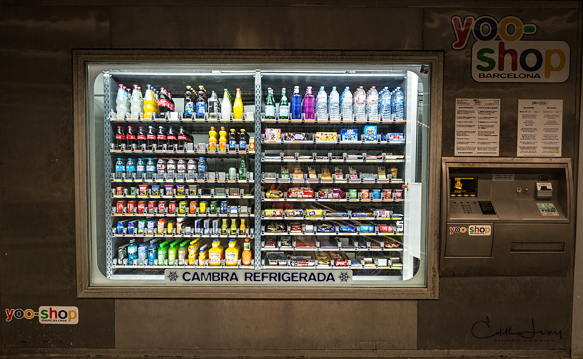 A fully stocked vending machine in a Barcalona subway station.